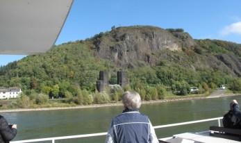 Abb. 3-6a; Reste des Brückenkopfs Remagen vom Schiff aus gesehen (IMG_1108)