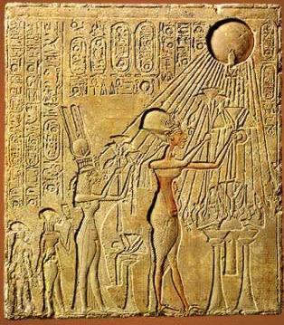 Nefertiti and her King worshipping the Aten