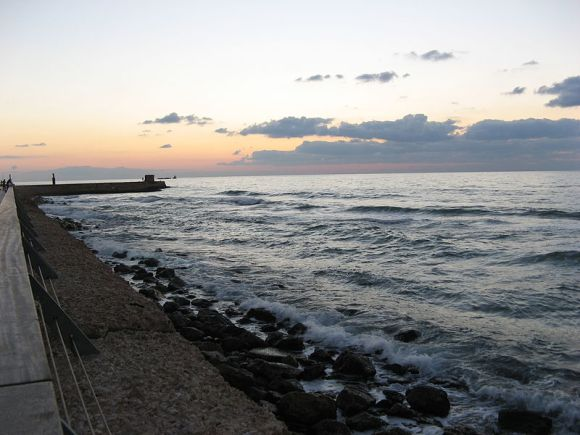 800px-Tel_aviv_port_at_dusk wikimedia
