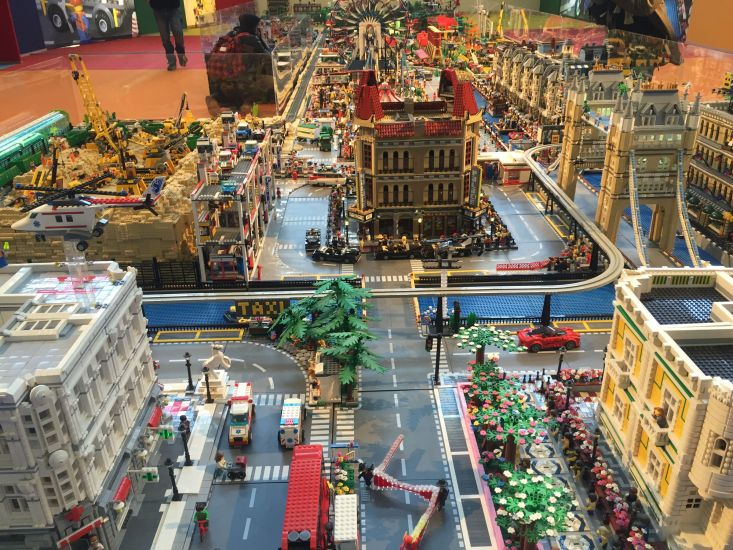 Risultati immagini per metropoli di lego piazza mercanti