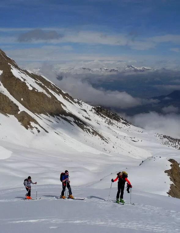 3 skieurs de randonnée