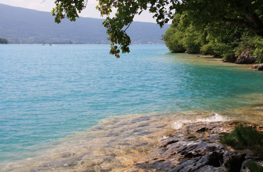 villes et villages du bord du lac d'Annecy