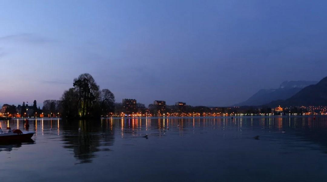 bord du lac au crépuscule