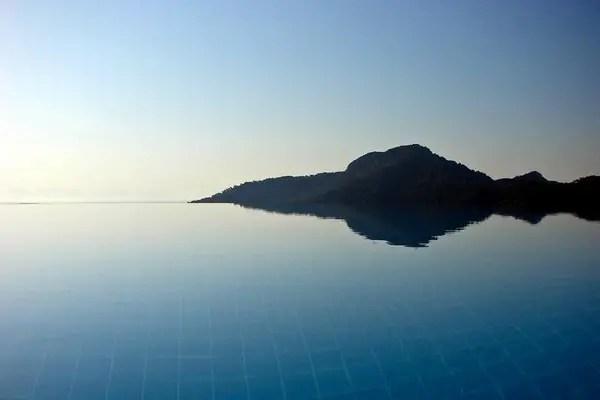 Infinity Pool Tourism on the Edge08