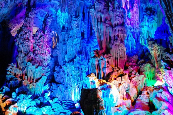 Reed_Flute_Cave_China_04-728x484