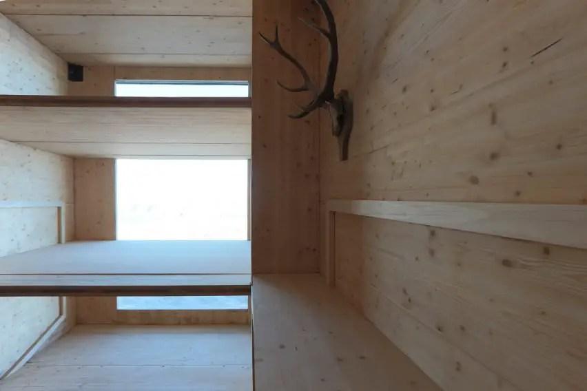 modern alpine shelter (7)
