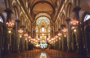 Particolare dell'interno della chiesa di San Domenico a Palermo raffigurante la navata centrale dell'edificio sacro