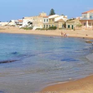 Particolare della spiaggia di Punta Secca posta di fronte la casa di Montalbano