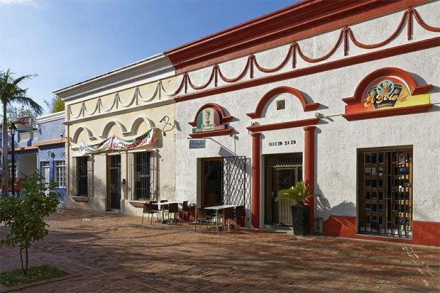 Street cafe in Santa Marta, Colombia