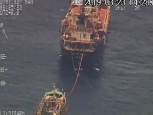 Chinese fishing fleet threatning the Galapagos Islands