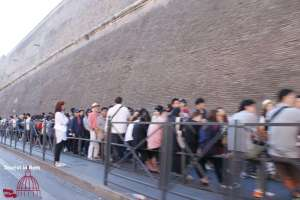Queue in front of the Vatican museums