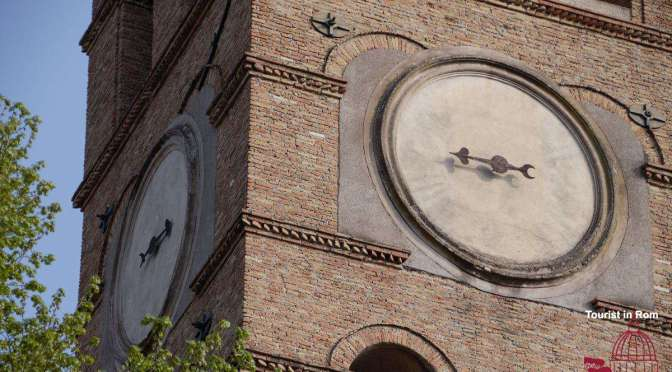 Oeffnungszeiten Kirchen Rom Uhr der Basilika San Lorenzo Opening hours of churches in Rome Clock of St. Lawrence