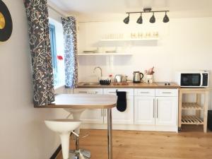 Digby's Den - Studio Kitchen