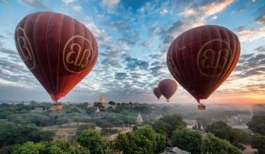 Balloon over Bagan