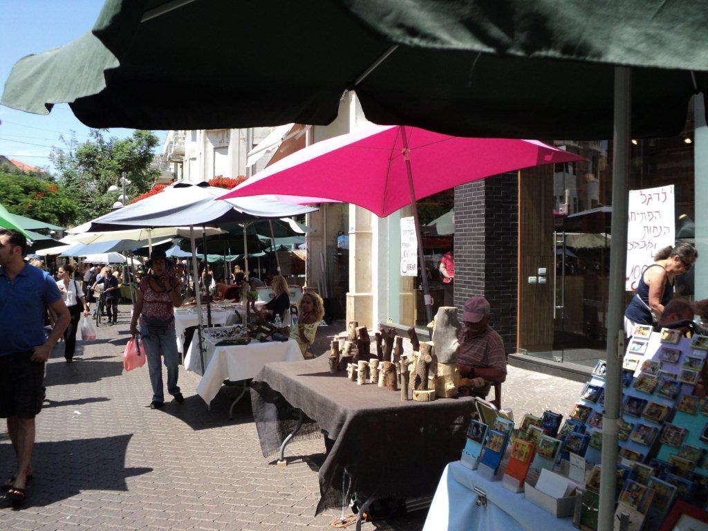 Stalls at Nachalat Binyamin Street Market. Credit: Tourist Israel