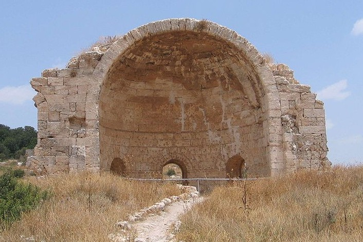 Ruins at Beit Gurvin. Image credit Bukvoed