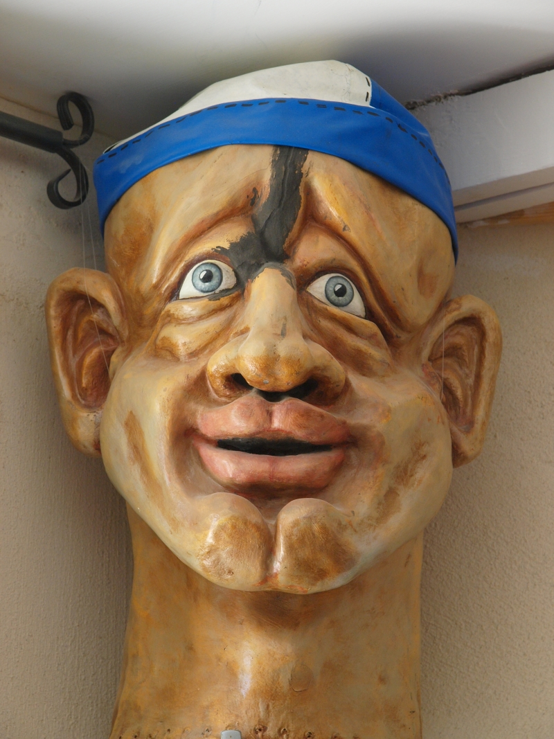 A professional mask maker lives in Ezuz and owns Tobiana, a B&B which also hosts cultural events