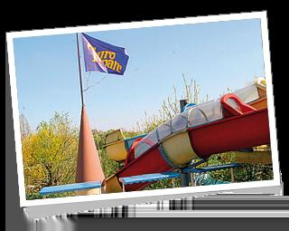 Les toboggans aquatiques et le monorail