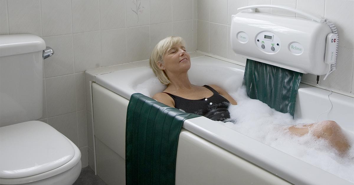 une baignoire adaptee avec l elevateur de bain relaxa