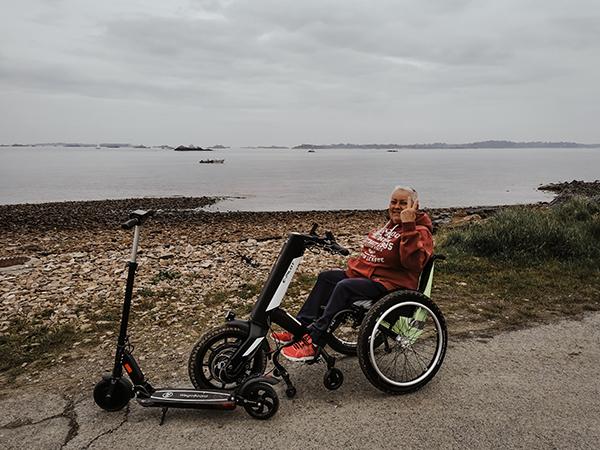 Janick sur fauteuil + roue