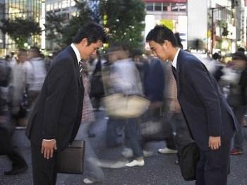 salarymen_se_saluant