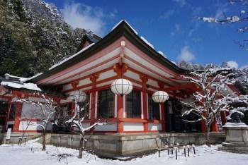 temple japonais sous la neige