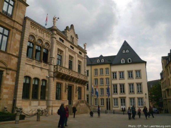 La Chambre des Députés, à côté du Palais Grand-Ducal