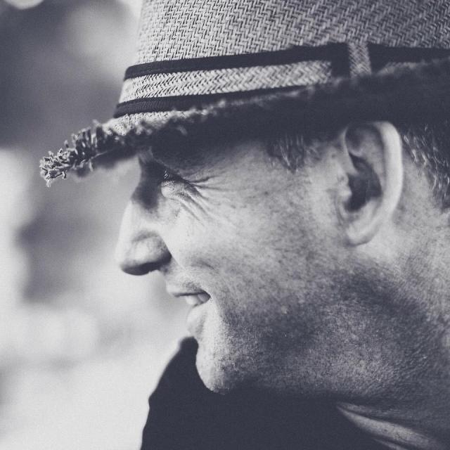 olivier borgognon, hypnothérapeute en hypnose omni elmannienne basé à la chaux-de-fonds. Portrait d'un hypnothérapeute