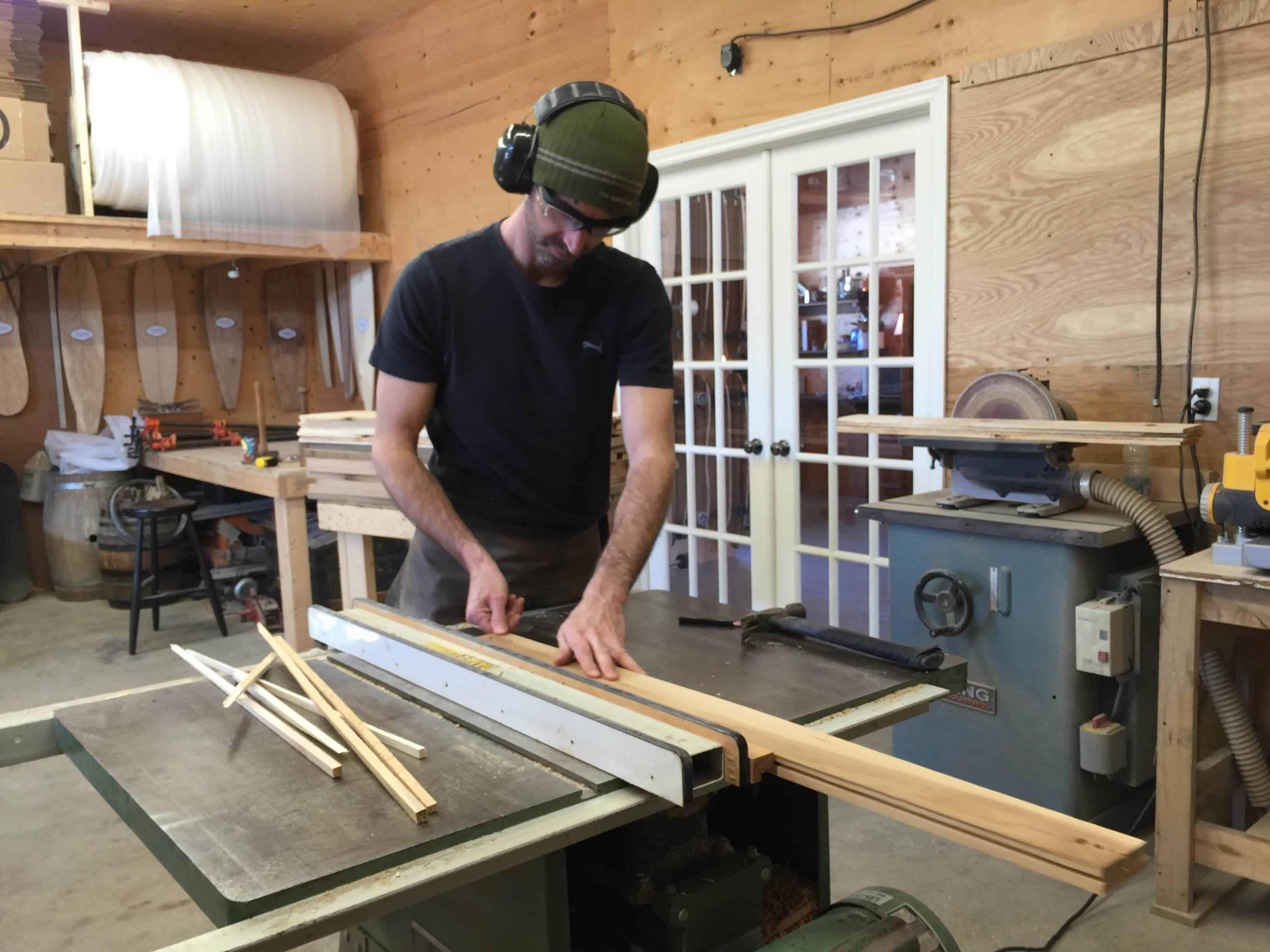 b255310302a0 En tant que jeune ébéniste, alors qu il se cherchait une spécialisation  dans le métier du bois, Pascal Plamondon s est d abord intéressé au vin en  plantant ...