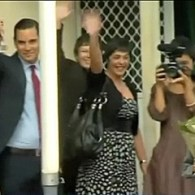 Gay Couples Dine with Australian PM Julia Gillard, Lobby Her on Marriage Equality: VIDEO
