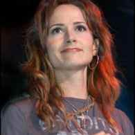 Out Country Singer Chely Wright Scores Kickstarter Fundraiser Record for New Album- VIDEO