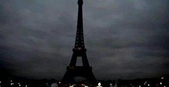Eiffel Tower social media paris attacks