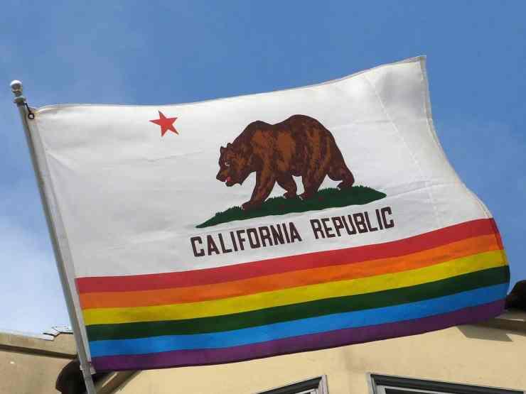 State_flag_von_California_mit_Rainbow_Stripes