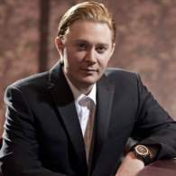 Clay Aiken Apologizes for Ever Defending 'Actual Racist' Donald Trump: 'I am a F—ing Dumbass'