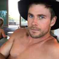 Chris Hemsworth shirtless selfie