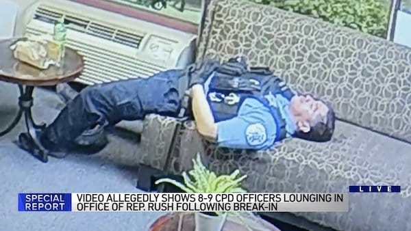 Chicago investigating officers 'lounging' during unrest