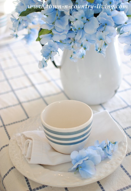 Spring Dining Room In Blue And White Town Amp Country Living