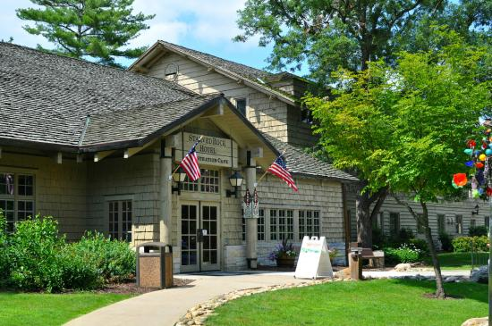 STARVED ROCK STATE PARK HOTEL