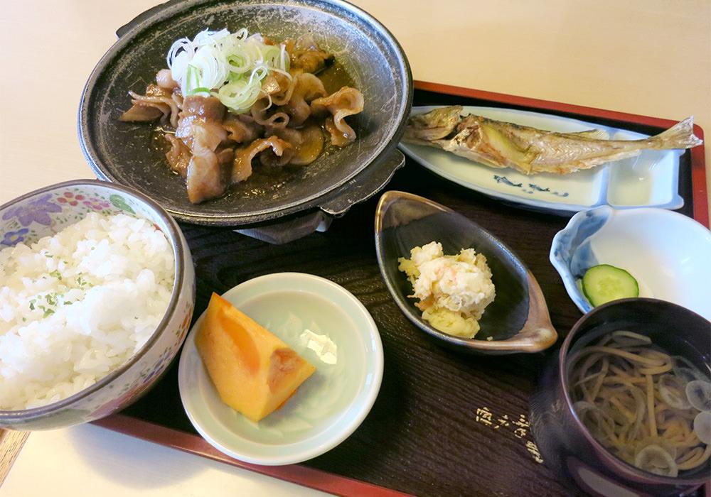 海老幸 てんてん亭 小鉢がズラリ 焼魚&刺身&デザート付昼定食