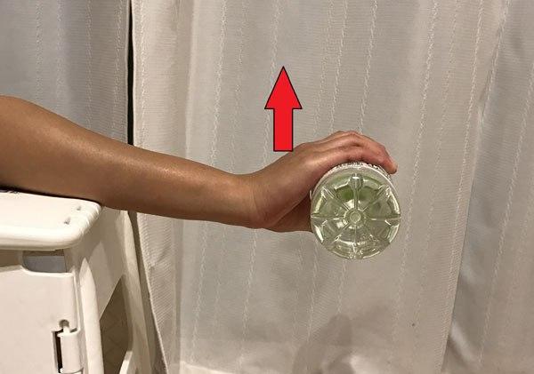 ペットボトルでの筋トレ・前腕伸筋