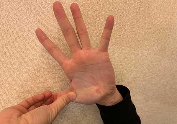 親指のストレッチ