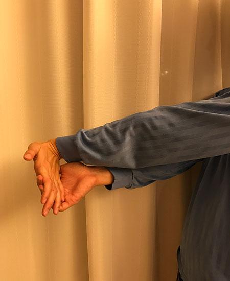 手の指を曲げる筋肉のストレッチ