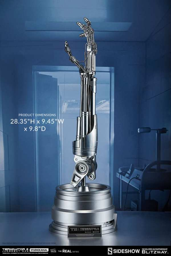 terminator2-judgment-day-t-800-endoskeleton-arm-and-brain-chip-collectible-set-sideshow-400355-02