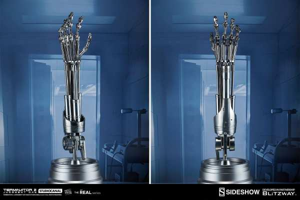terminator2-judgment-day-t-800-endoskeleton-arm-and-brain-chip-collectible-set-sideshow-400355-09