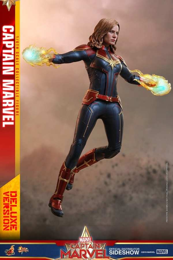 captain-marvel-deluxe-version-1-6-scale-figure-hot-toys-img03
