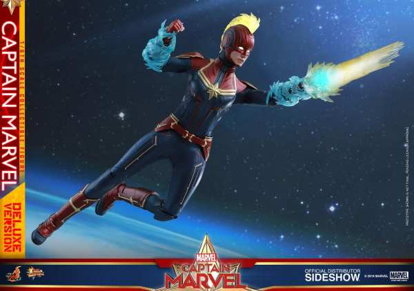 captain-marvel-deluxe-version-1-6-scale-figure-hot-toys-img16