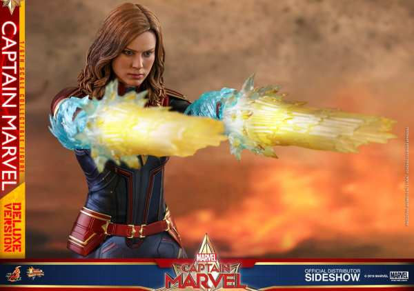 captain-marvel-deluxe-version-1-6-scale-figure-hot-toys-img20