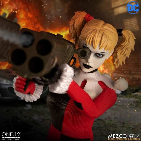 mezco-toyz-harley-quinn-deluxe-edition-one12-collective-dc-comics-img07