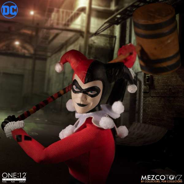 mezco-toyz-harley-quinn-deluxe-edition-one12-collective-dc-comics-img08