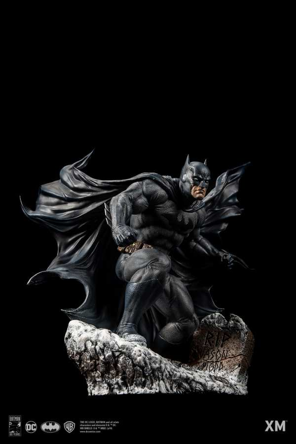 xm-studios-batman-hush-1-6-scale-statue-iconic-cover-art-dc-comics-img06